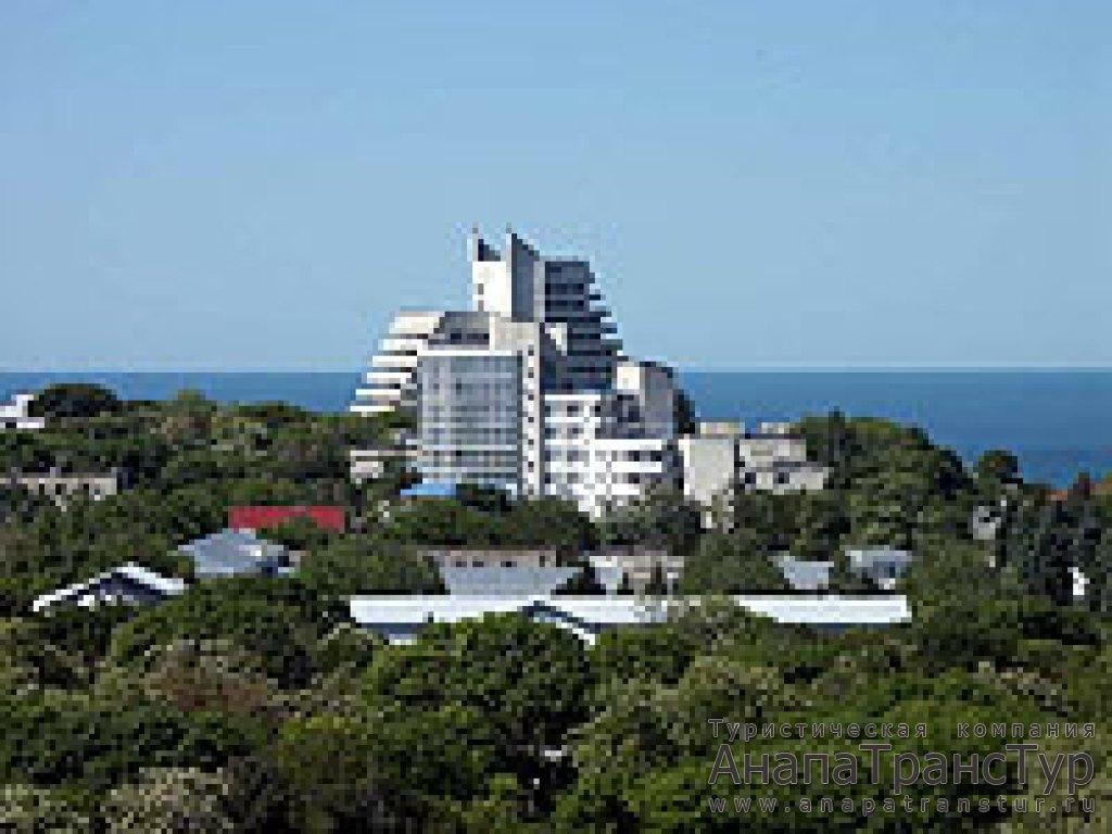 Пансионат Высокий берег находится в центре курортной зоны города Анапа